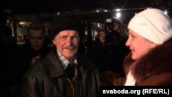 Мікалая Шпака сустракаюць на менскім вакзале 13 лютага