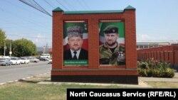 Фотографии Ахмата и Рамзана Кадыровых в Чечне