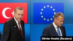 Архивска фотографија - Реџеп Таип Ердоган и Доналд Туск