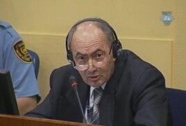 Здравко Толимир в суде в 2012 году