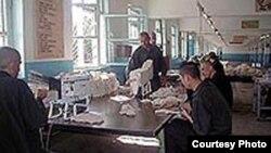 Uzbekistan - prisoners are working in the prison, undated