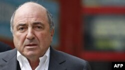 Boris Berezovsky arriving at the High Court in London, 10Mar2010