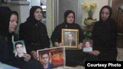 دیدار مادران عزادار قربانیان ۸۸ با مادر رامین رمضانی