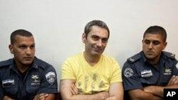 Суд в Иерусалиме: Александр Цветкович (в центре)