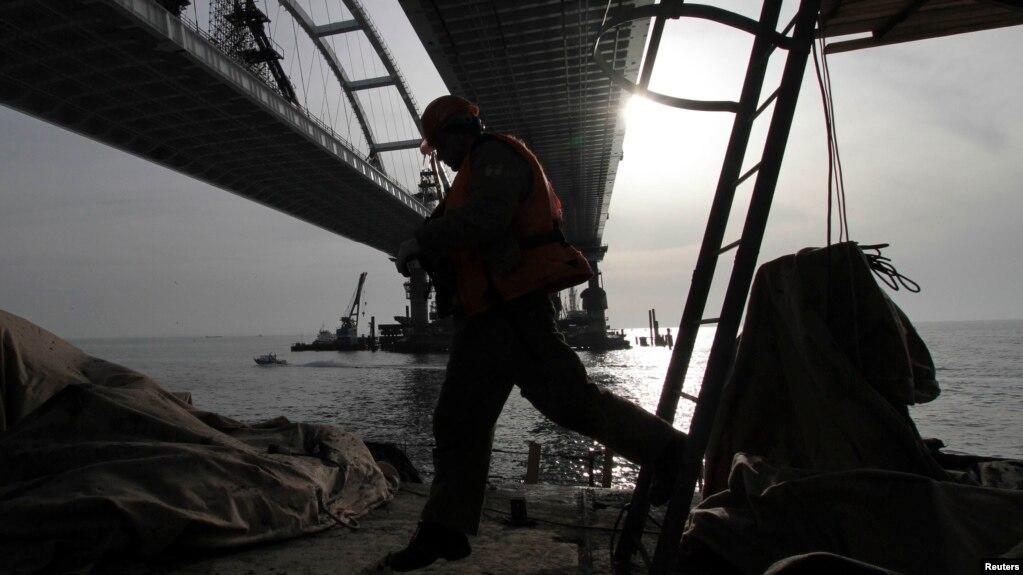 Власти Украины уверяют: любая компания, причастная к строительству Керченского моста, попадет под международные санкции