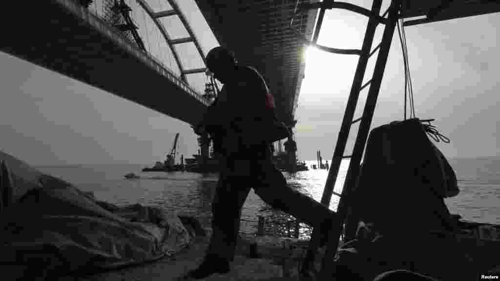 Влада України запевняє: будь-яка компанія, причетна до будівництва Керченського мосту, потрапить під міжнародні санкції
