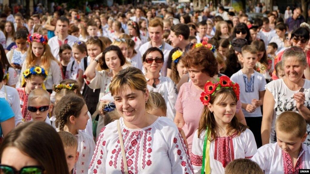 «Мегамарш вишиванок» в Києві. 19 травня 2018 року. « 11e5d9812f034