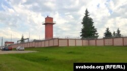 Тэрыторыя завода за плотам, на КПП па пэрымэтры – ахова