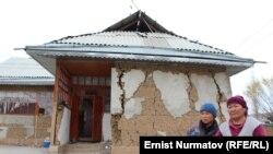Кара-Суу районундагы Чайчы айылы жер титирөөдөн кийин, 18-ноябрь, 2015-жыл.