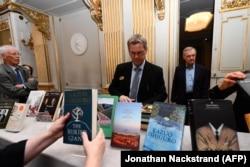 Кнігі Кадзуо Ісігура на выставе ў Швэдзкай акадэміі ў Стакгольме.