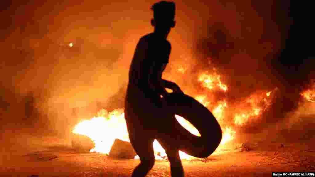 Ирактың Басра қаласында жүздеген адам жұмыссыздық пен қымбатшылыққа қарсы наразылыққа шықты.