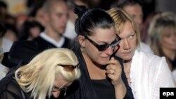 На похороны Стейси в церковь Сан-Фой пришли сотни человек, церемонию посетили и члены регионального валлонского и федерального правительств