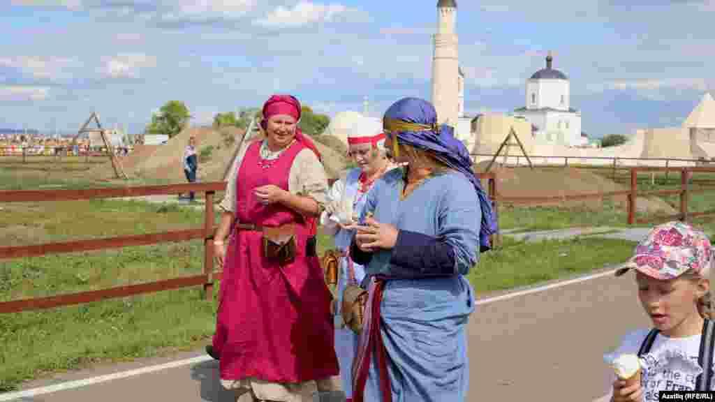 Борынгы киемле фестиваль катнашучылары
