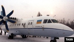 نمونه اوکراینی هواپیمای آنتونوف ۱۴۰ که در ایران به هواپیمای ایران ۱۴۰ معروف شده است.