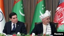 Prezident Aşraf Gani (S) türkmen kärdeşi Gurbanguly Berdimuhamedow bilen. Owganystan, 2018.