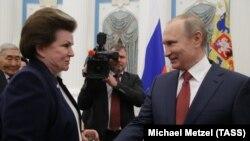 Valentina Tereșkova și Vladimir Putin