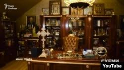 Скріншот із відео, знятого активістами у маєтку екс-генпрокурора Віктора Пшонки після його втечі