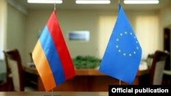 Armenia - Armenian and European Union flags displayed during negotiations in Yerevan, 4Nov2015.