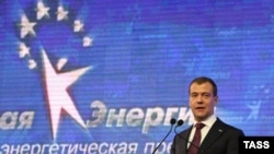 Russia -- President Dmitry Medvedev speaks at the St Petersburg Economic Forum in St Petersburg, 18Jun2010