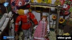 Куклы в русских костюмах на выставке в оккупированной Горловке