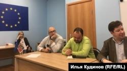 """Сотрудники фонда """"Русь Сидящая"""" на открытии в Новосибирске"""