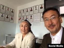 Бөтендөнья Уйгыр конгрессы җитәкчесе Рабига Кадыр һәм аның ярдәмчесе Сәет Түмтүрк