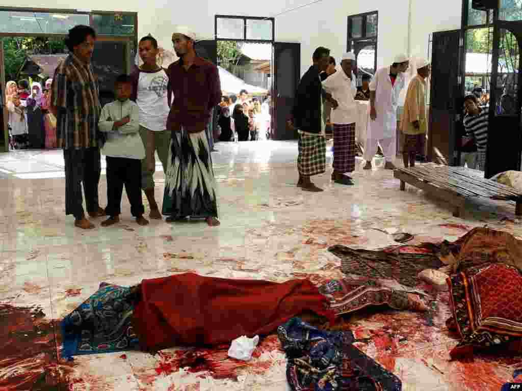Более 10 человек погибли в результате стрельбы в мечети на юге Таиланда (AFP)