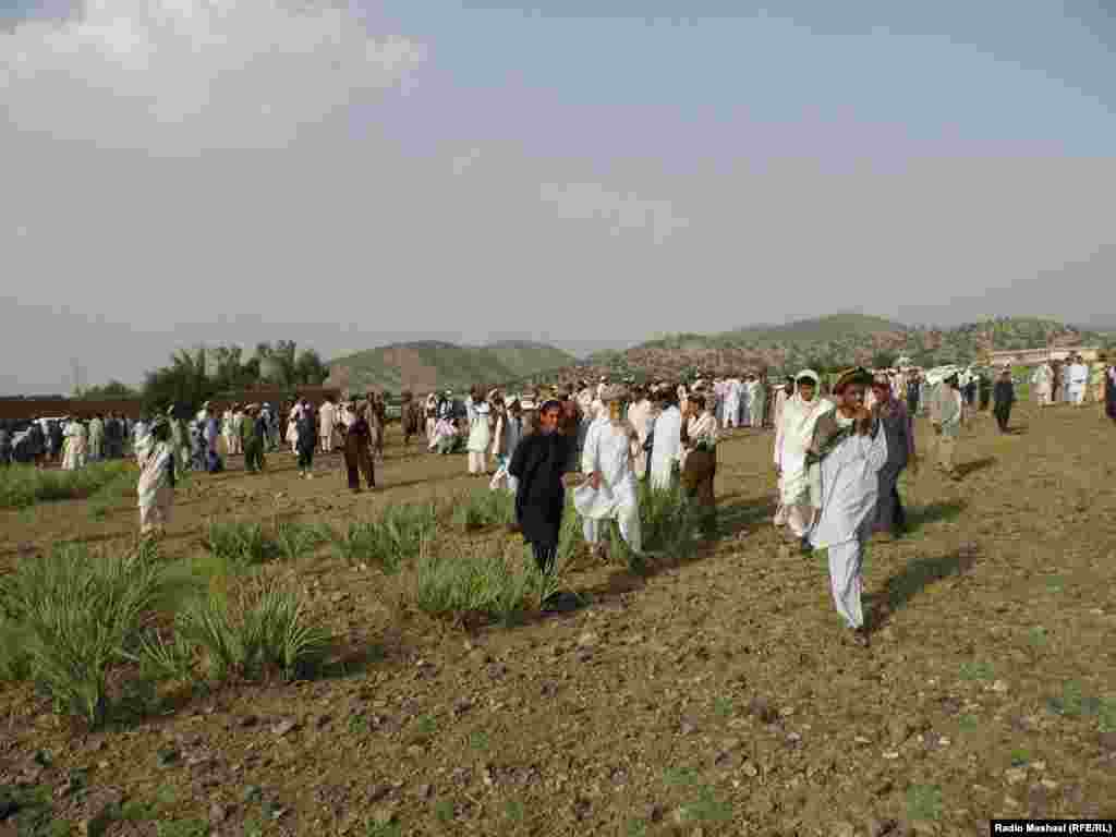 On June 18, Afghan officials put the number of refugees from Pakistan at about 6600.