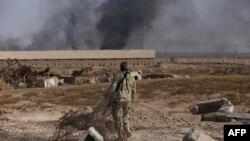 Pamje gjatë luftimeve për rafinerinë e naftës në Bajixhi