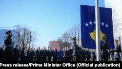 Ngritja e flamurit nga FSK-ja