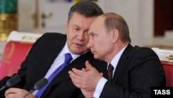 Президент Украины Виктор Янукович (слева) и президент России Владимир Путин. Москва, 17 декабря 2013 года.