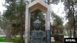 Balyş Öwezow 1975-nji ýylyň 15-nji sentýabrynda Aşgabat şäherinde aradan çykýar.