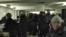 Азаттық сайты жүргізген ХҚО-дағы кезек туралы тікелей трансляциядан кадр. Алматы, 9 қаңтар 2017 жыл.