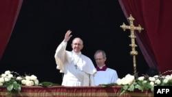 """Папа римский Франциск выступает с посланием """"Urbi et Orbi"""""""