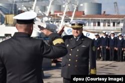 Капітан 1 рангу Роман Магера (праворуч). Фото Регіонального управління Морської охорони ДПСУ