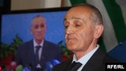 Очевидно, что вся ответственность за беззаконные действия ложится на руководство Абхазии. Основная критика адресована президенту страны Александру Анкваб, который был вынужден с этим согласиться и распустить комиссию, которую до этого создавал