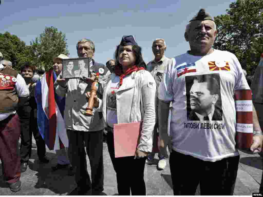 Mnogobrojni građani, poklonici i poštovaoci Josipa Broza Tita obilježili su danas, u Beogradu, 25. maj, Dan mladosti i njegov rođendan. Foto: Vesna Anđić