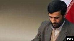 هزينه های جاری و عمرانی دستگاه اجرايی به گونه ای بي سابقه افزايش يافته، و محمود احمدی نژاد به تازگی گفت که موجودی بودجه دولت تا پايان دي ماه به صفر مي رسد.