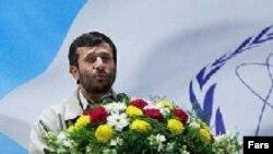 Новость об обогащении урана для топливного цикла была с восторгом объявлена согражданам и миру президентом Ирана Ахмадинежадом