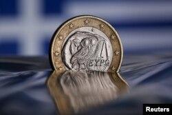 Греческая евромонета тонет