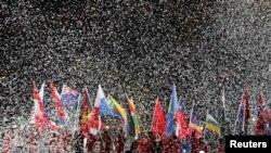 Марш знаменосцев на закрытии Лондонской Олимпиады. 12 августа 2012 г