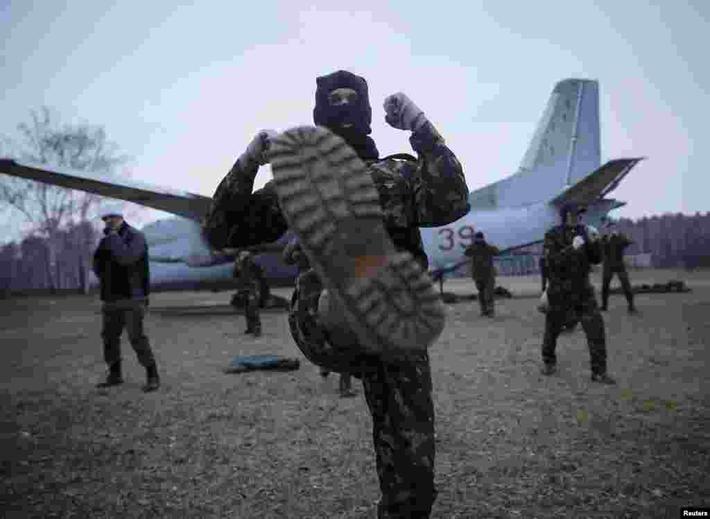 "Members of a ""Maidan"" self-defense battalion take part in training at a Ukrainian Interior Ministry base near Kyiv on March 17. (Reuters/Gleb Garanich)"