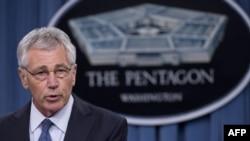 Чак Хэйгел обсуждает бюджетные предложения на пресс-брифинге