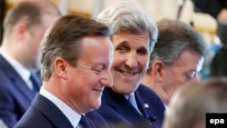 David Cameron və John Kerry London sammitində