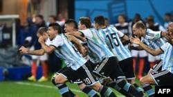 Аргентина баъди пирӯзӣ дар даври ниманиҳоӣ