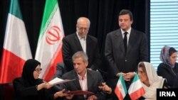 تصویری از امضای تفاهمنامههای تجاری و اقتصادی میان ایران و ایتالیا در سفر چند ماه پیش هیات ایتالیایی به ایران