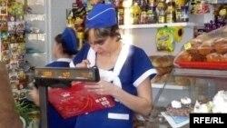 Азық-түлік дүкені. Қазақстан, 6 ақпан 2009 жыл. (Көрнекі сурет)