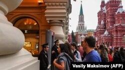 Ілюстраційне фото: раніше через дзвінки про «мінування» доводилося евакуйовувати й універмаг «ГУМ» на Красній площі в Москві