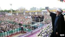 Hassan Rohani gjatë një fjalimi para turmës së njerëzve