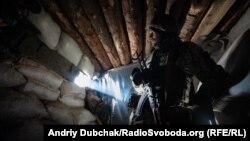 Украинский военный в блиндаже, Донбасс, зона боевых действий